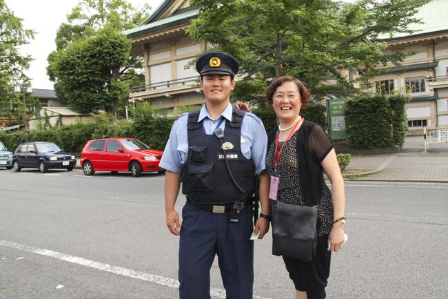 憨厚的日本警察